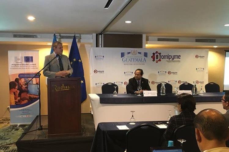 Stefano Gatto, embajador de la Unión Europea en Guatemala, ofreció apoyo financiero para Promipymes. (Foto Prensa Libre: Mineco)