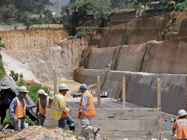 La empresa constructora concluyó con el asfalto y bordillo del tramo carretero en Chimaltenango hasta donde se tienen los derechos de vía.
