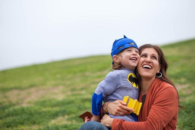 En la actualidad muchas madres trabajan, por lo que se recomienda buscar tiempo de calidad para compartir con sus hijos.