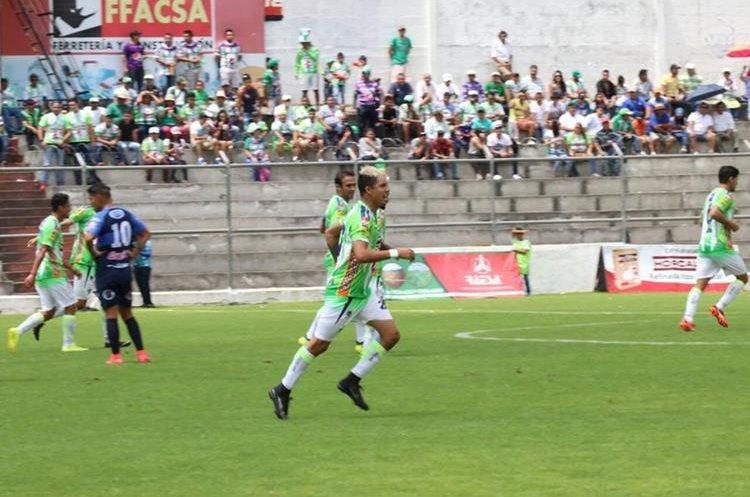 Alejandro Díaz contribuyó con un gol en la victoria de los coloniales. (Foto Prensa Libre: Renato Melgar)