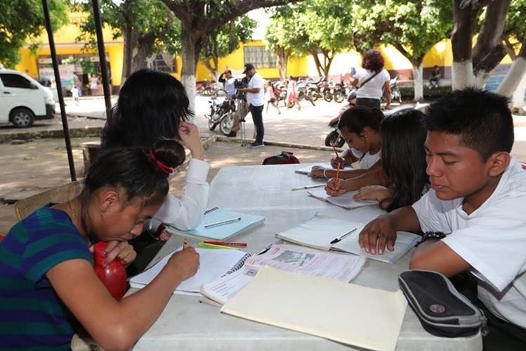 Resultado de imagen para Niños afectados por erupción volcánica volverán a clases en Guatemala