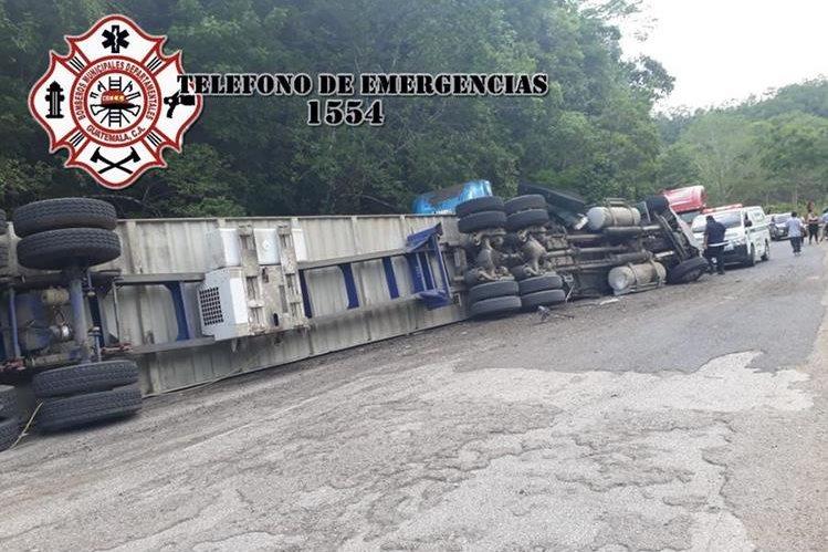 Lugar donde se registró la tragedia en la ruta a Flores, Petén. (Foto Prensa Libre: @CBMDEPTAL)