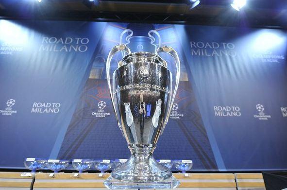 Este es el trofeo de la Liga de Campeones de Europa que se entregará al campeón el 18 de mayo en Milán. (Foto Prensa Libre: EFE)