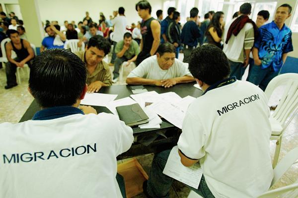 Cada año aumenta el número de deportados desde Estados Unidos y desde México. (Foto Prensa Libre: Hemeroteca PL).