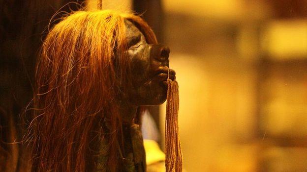 En varios museos del mundo se pueden encontrar tsantsas. Los Shuar las intercambiaban con exploradores por objetos que consideraban valiosos, una vez que las cabezas habían perdido su poder. NARAYAN K28 / WIKIPEDIA