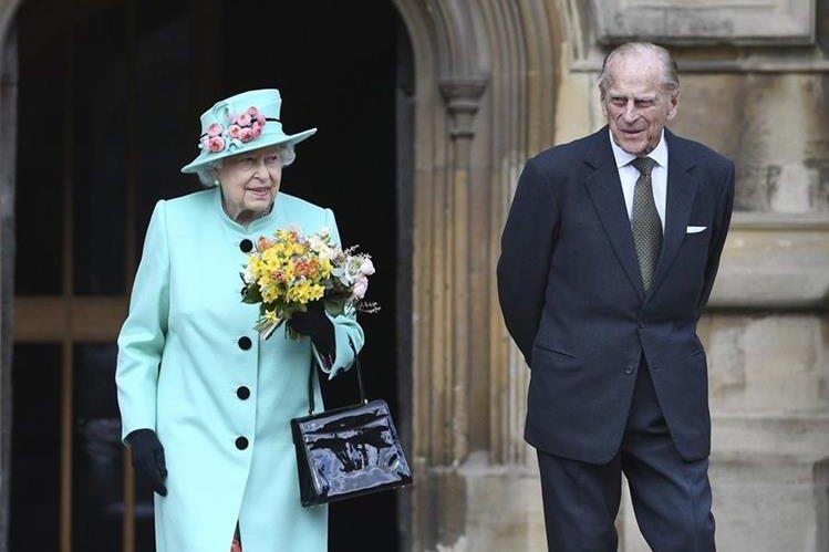El príncipe Felipe de Edimburgo anuncia que dejará la vida pública en la familia real de Inglaterra. (Foto Prensa Libre: AFP)
