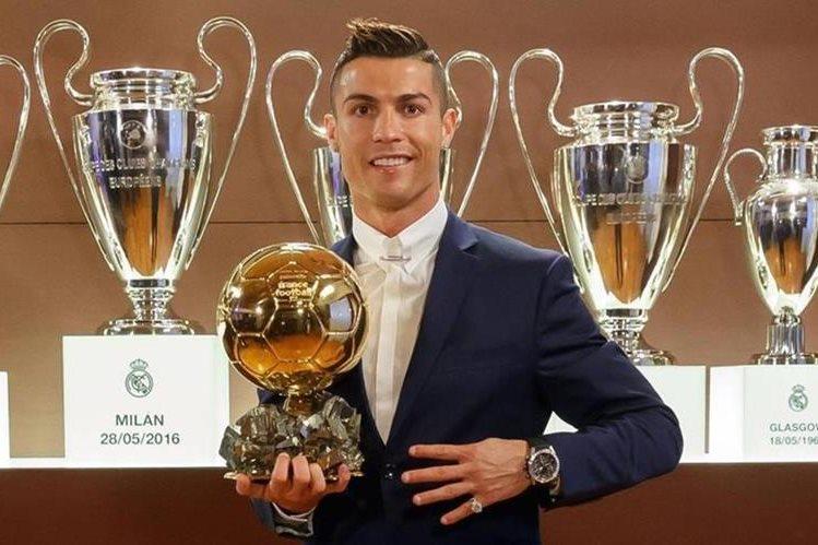 El delantero portugués Cristiano Ronaldo fue elegido Balón de Oro por periodistas de todo el mundo. (Foto Prensa Libre: France Football )
