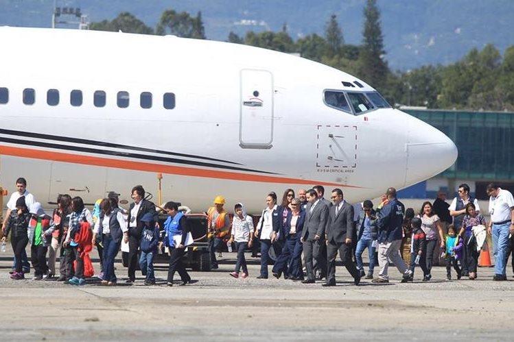 <p> Un total de 14 &nbsp;adultos y 10 menores fueron deportados de EE.UU., &nbsp;otros 12 capturados están pendientes de ser enviados al país. (Foto Prensa Libre: Hemeroteca PL)</p>