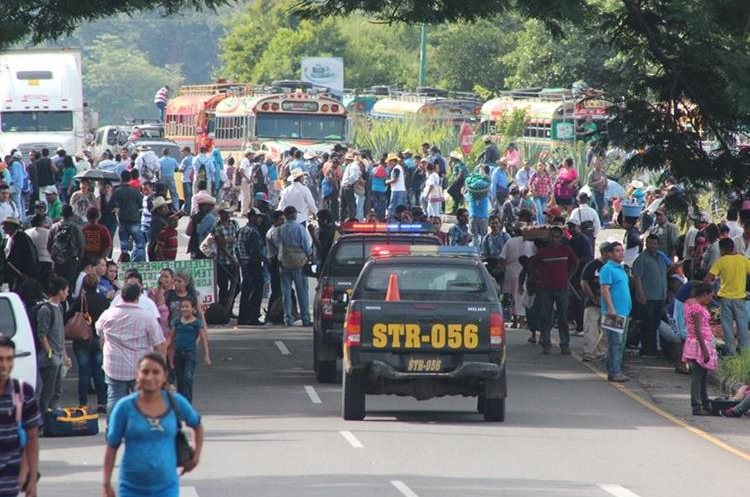 Integrantes del Comité de Desarrollo Campesino  (Codeca) bloquean este miércoles varias carreteras del país