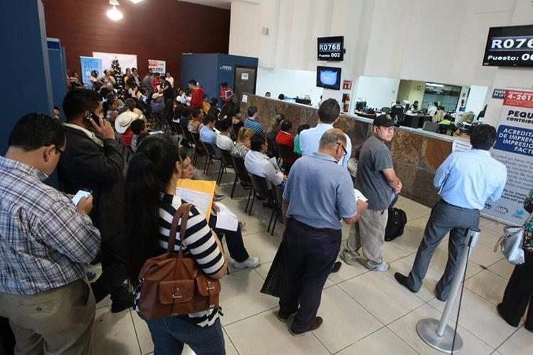 Se busca simplificar trámites en la SAT y reducen requisitos. (Foto, Prensa Libre Hemeroteca PL)