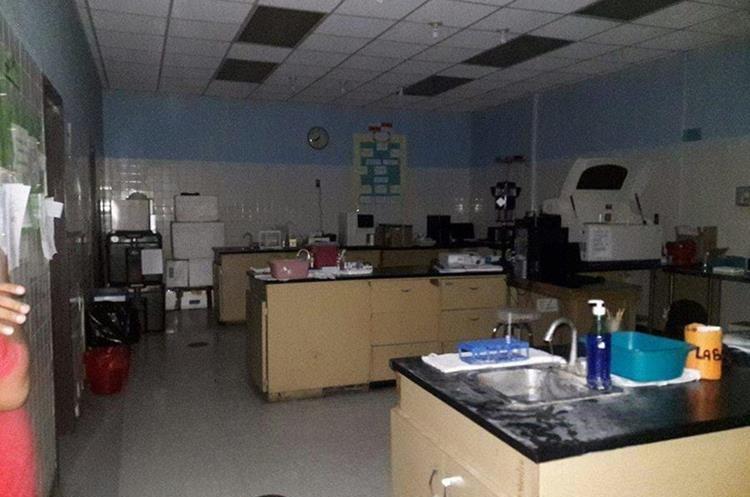 Vista de una clínica en el hospital de Guastatoya, sin energía electrica. (Foto Prensa Libre: Hugo Oliva)