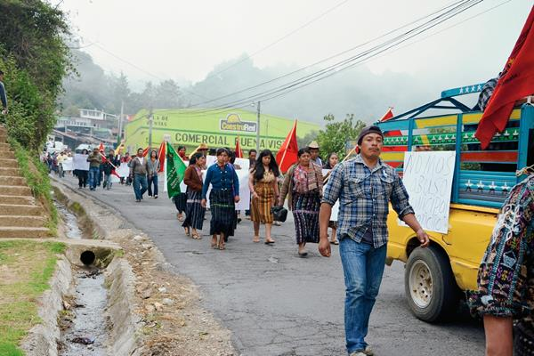 Pobladores manifiestan en Sololá para rechazar corrupción en el país. (Foto Prensa Libre: Édgar Sáenz)