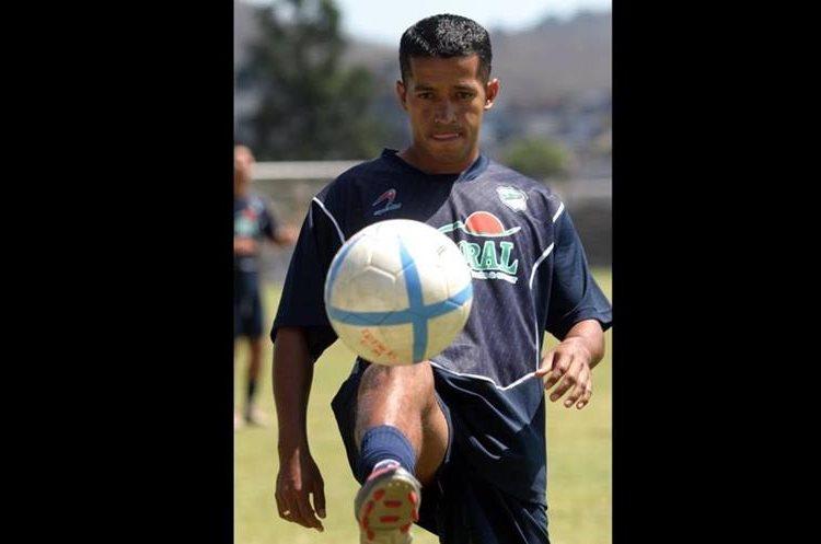 Bradley militó siete años con Comunicaciones, donde fue campeón en tres ocasiones.  (Foto Prensa Libre: Hemeroteca PL)