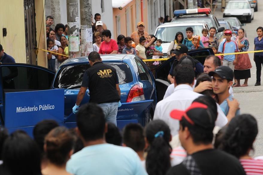 El pasado 14 de julio, un hombre quien lavaba un vehículo fue ultimado a balazos en  la 33 calle y 32 avenida, zona 7. (Foto Prensa Libre: Hemeroteca PL)