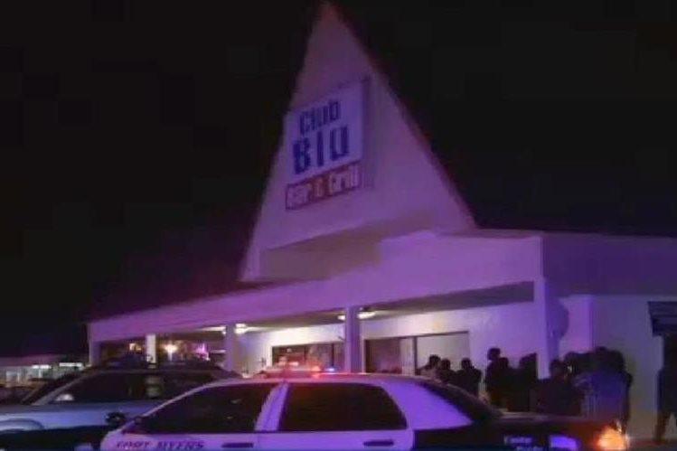 La Policía invetiga las causas de la balacera en club nocturno en Fort Myers, Florida. (Foto Prensa Libre:AP):