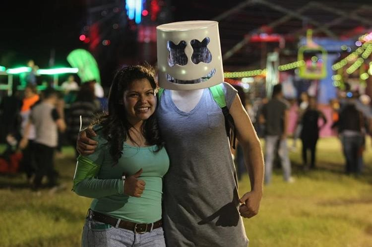 Los asistentes se inspiraron en artistas como Marshmello para divertirse en el festival