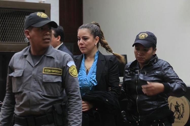 Juez de Mayor Riesgo B, Miguel Ángel Gálvez, ligó a proceso a Claudia Méndez, exintendente de Aduanas. (Foto Prensa Libre: Edwin Bercián)