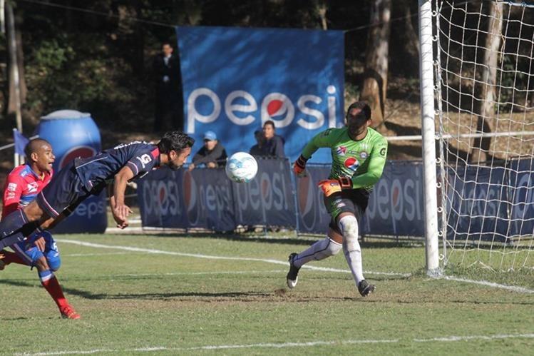 Kamiani no logró salvar a su equipo en el Revolución. (Foto Prensa Libre: Norvin Mendoza)