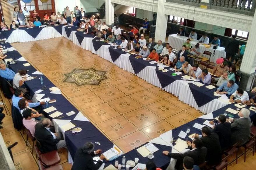 La Plataforma Nacional para la Reforma del Estado en reunión en el Paraninfo Universitario en la zona 1. (Foto Prensa Libre: Paulo Raquec)