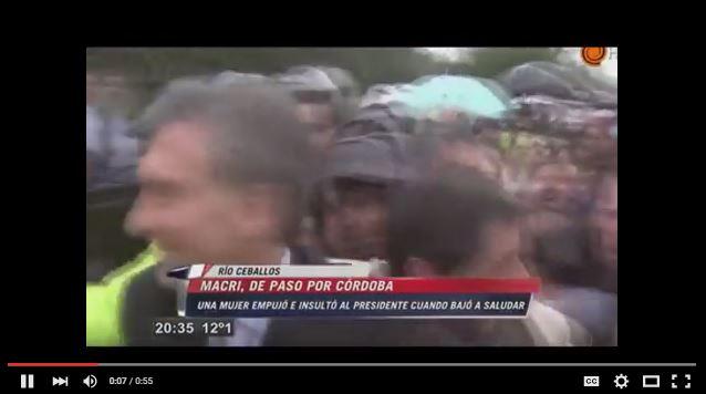 Fragmento del video que muestra la cadena El Doce TV).