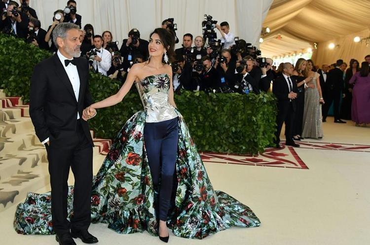 George y Amal Clooney llegaron a la ceremonia del MET.
