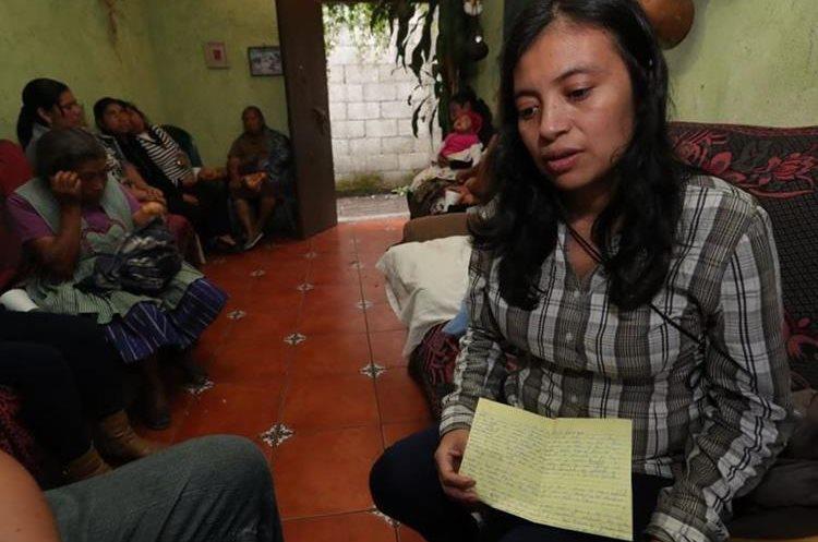 Gloria Cojolón, esposa de José Antonio Castillo, guarda la esperanza de hallarlo con vida. (Foto Prensa Libre: Estuardo Paredes)