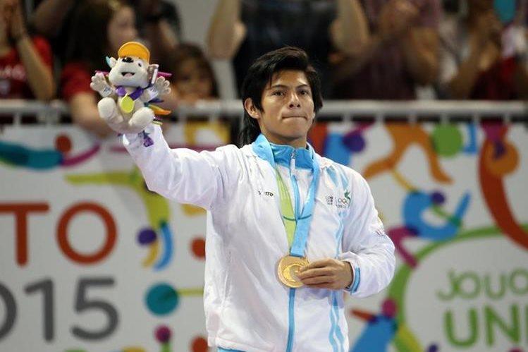 Jorge Vega luce la medalla de oro ganada en piso, en los Juegos Panamericanos de Toronto. (Foto Prensa Libre: Cortesía COG)
