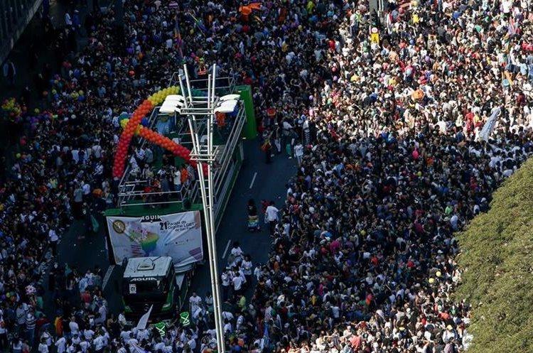 Masiva participación en el desfile del Orgullo Gay en Sao Paulo, Brasil. (AFP)