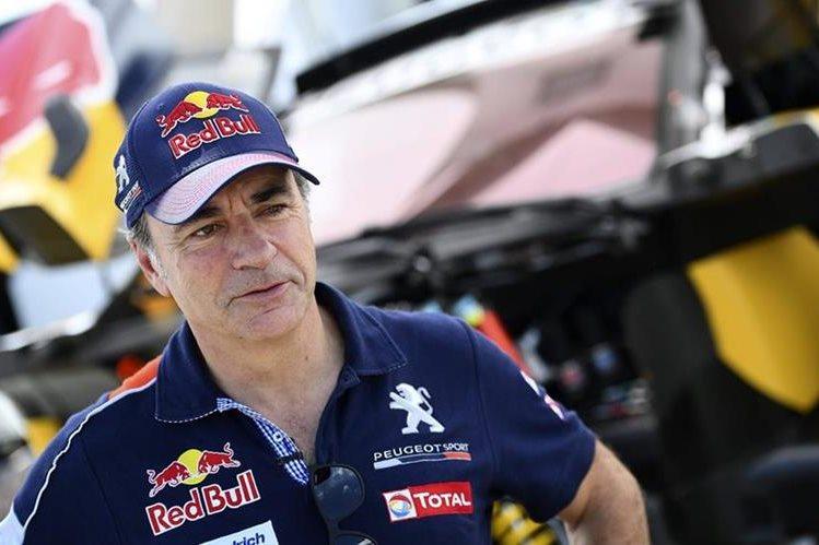 El español Carlos Sainz se retiró del Rally Dakar 2017. (Foto Prensa Libre: EFE)