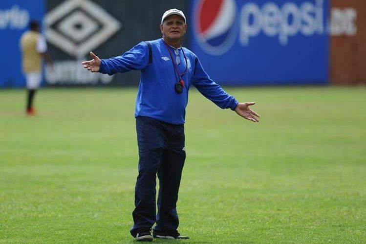 El técnico Walter Claverí espera que la Selección de Guatemala llegue al duelo frente a Estados Unidos en perfectas condiciones el próximo 25 de marzo. (Foto Prensa Libre: Carlos Vicente)