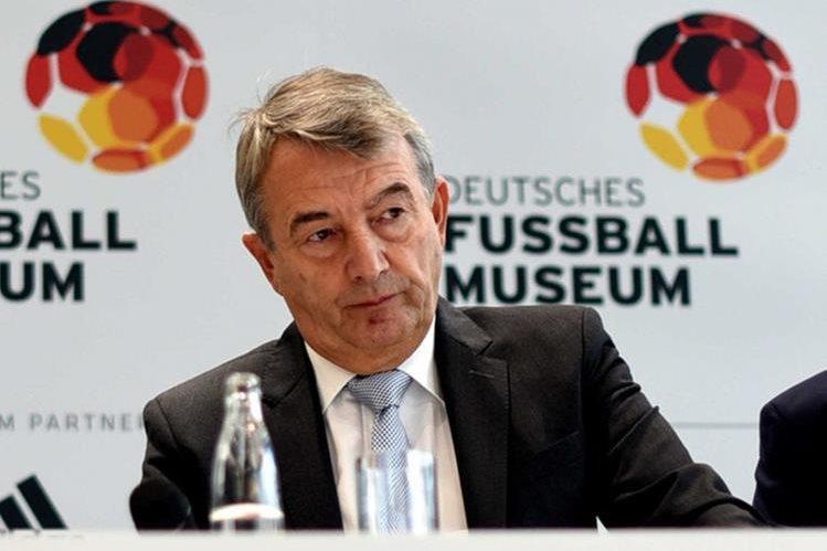 El alemán Wolfgang Niersbach, expresidente de la federación de Futbol de Alemania, fue suspendido un año por corrupción. (Foto Prensa Libre: Hemeroteca)