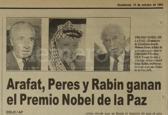 Nota de Prensa Libre del 15 de octubre de 1994 informando sobre la concesión del Premio Nobel de la Paz a Shimon Peres, Isaac Rabin y Yasser Arafat. (Foto: Hemeroteca PL)
