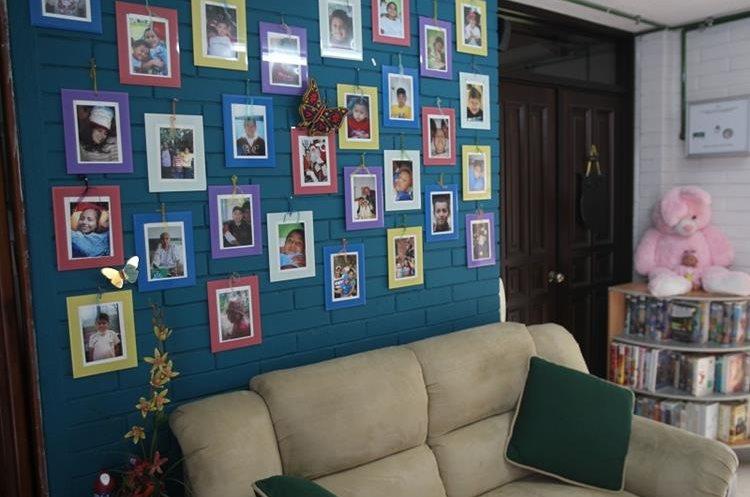Un mural recuerda a los pacientes que fueron atendidos en el hospicio Villa de la Esperanza, en la ruta a El Salvador. (fOTO Prensa Libre: Eduardo González)
