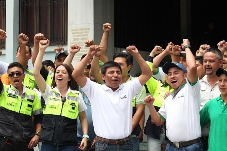 Trabajadores de la mina han demandando que se levante la suspensión para volver a los trabajos. (Foto Prensa Libre: Erick Avila)