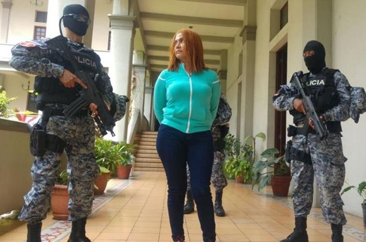 Alias la Patrona fue entregada esta tarde por las autoridades salvadoreñas al Gobierno de Guatemala.