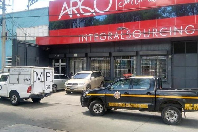 Allanan oficinas de Arqco, S.A. en la 5a. avenida y 3a. calle de la zona 9, por pesquisas por corrupción. (Foto Prensa Libre: Hemeroteca PL)