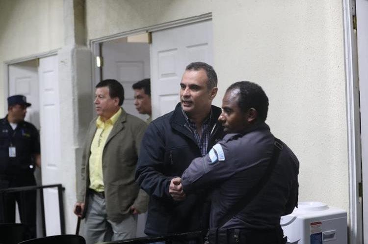 Mario Baldetti, hermano de Roxana, implicado en caso Agua Mágica, ingresa a la megasala de audiencias.  (Foto Prensa Libre: Érick Ávila)