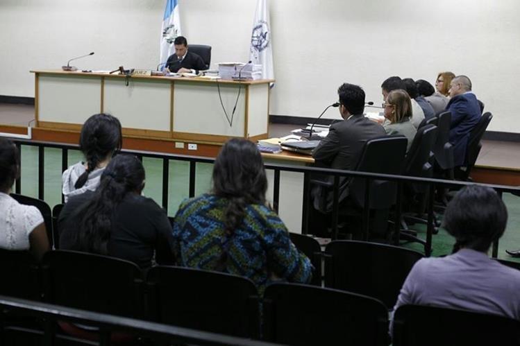 Juez Carlos Guerra liga a proceso a exdirectivos de la SBS. (Foto Prensa Libre: Hemeroteca PL)