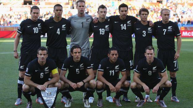 Nueva Zelanda, que ha participado en dos mundiales (1982 y 2010), no pudo superar la primera ronda en Sudáfrica pese a despedirse invicto del torneo. Getty Images