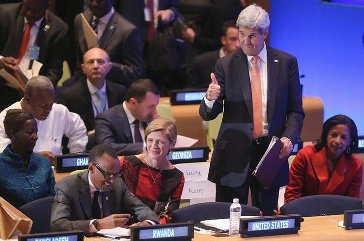 CHO35. NUEVA YORK (EE.UU), 28/09/2015.- El secretario de Estado estadounidense, John Kerry (d), asiste hoy, lunes 28 de septiembre de 2015, a la Cumbre de Líderes para el Mantenimiento de la Paz que coincide con la Asamblea General de la ONU en Nueva York (Estados Unidos). EFE/CHIP SOMODEVILLA / POOL