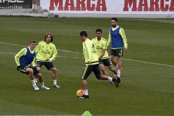 El croata Luka Modric se entrenó hoy con normalidad con el resto del grupo del Real Madrid. (Foto Prensa Libre: EFE)