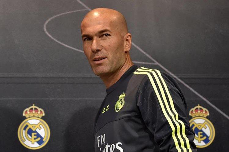 Zidane a su arribo a la conferencia de prensa donde aseguró que Cristiano Ronaldo es intransferible.(Foto Prensa Libre: AFP)