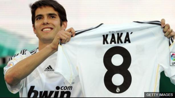 City ofreció una suma récord por Kaká, pero el brasileño decidió seguir en el Milan antes de fichar por el Real Madrid. (Foto Prensa Libre: BBC News Mundo)