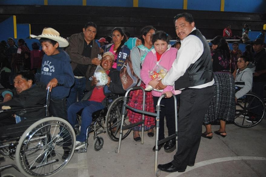 Beneficiados con oficina reciben víveres en San Marcos. (Foto Prensa Libre: Aroldo Marroquín).