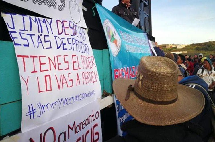 Pobladores bloquean la ruta Interamericana en rechazo al Gobierno de Jimmy Morales y a favor de la continuidad de la Cicig. (Foto Prensa Libre: Mynor Toc)