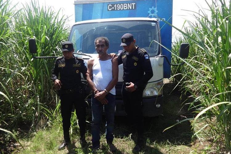 Alfredo Enríquez Sarceño fue capturado en la finca Variedades, kilómetro 123.5 de la ruta al Suroccidente, en Santa Bárbara, Suchitepéquez. (Foto Prensa Libre: Omar Méndez)