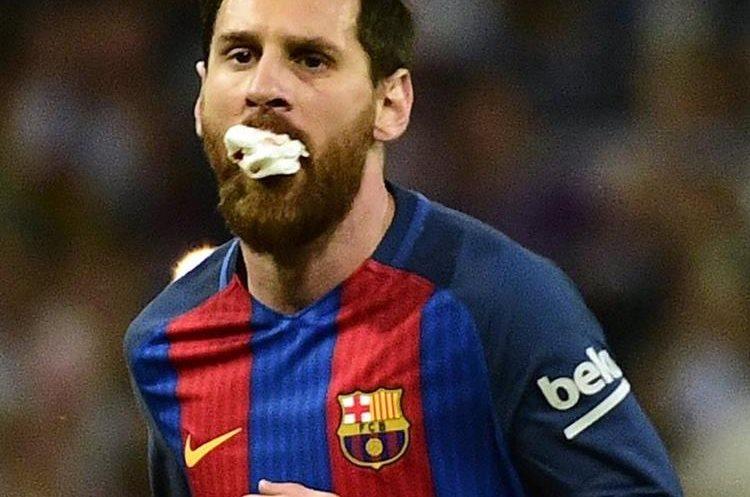 Así está jugando Messi después del golpe que recibió de parte de Marcelo. (Foto Prensa Libre: AFP)
