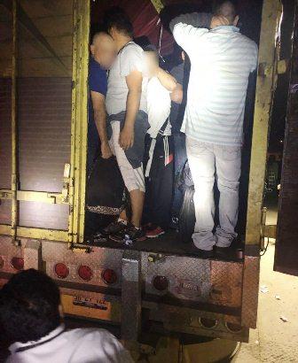 viajar en camiones ha sido un método utilizado para ocultar a los migrantes indocumentados. (Foto Prensa Libre: Hemeroteca PL)