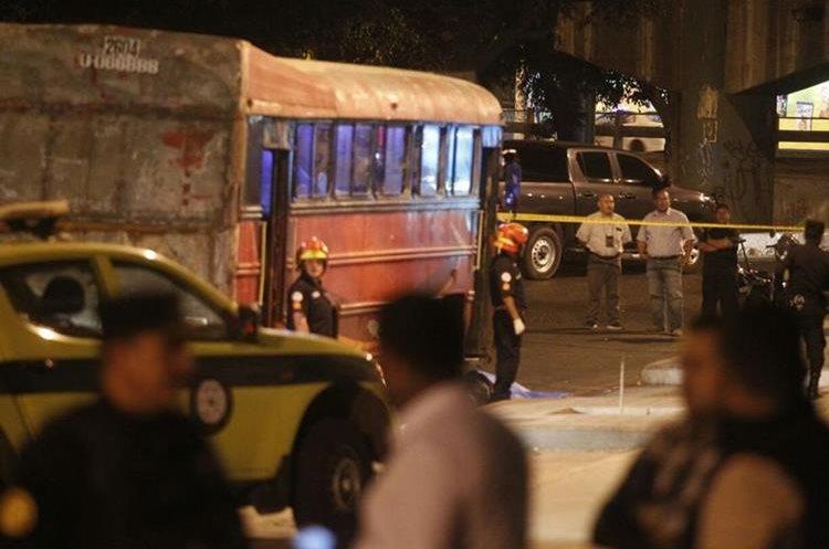 El bus se dirigía de La Terminal hacia El Milagro, zona 6 de Mixco. Foto Prensa Libre: Carlos Hernández.