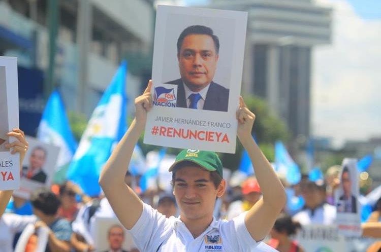 El rostro del diputado Javier Hernández, jefe de bancada del Frente de Convergencia Nacional, FCN.